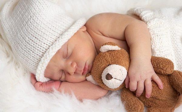 сучене, кърмене, бебе