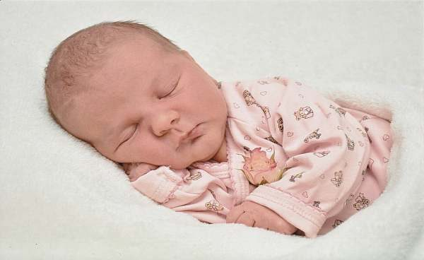 какво да правя когато бебето заспива по време на кърмене
