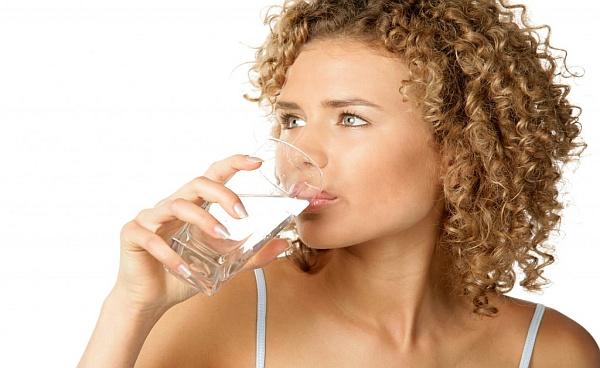 Опасно ли е пиенето на много вода?